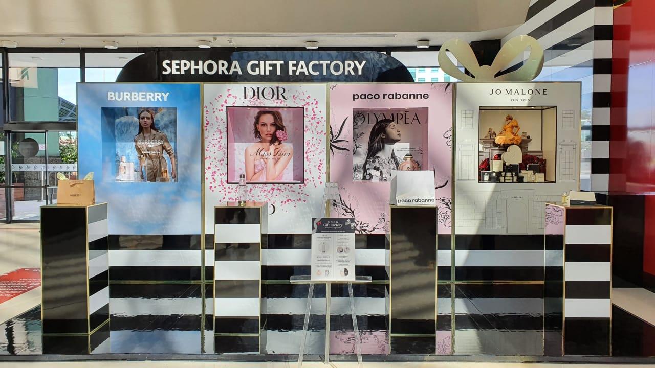 Foto mostra interior da loja Sephora com estandes de marcas Dior, Burberry, Paco Rabanne e Jo Malone em evidência