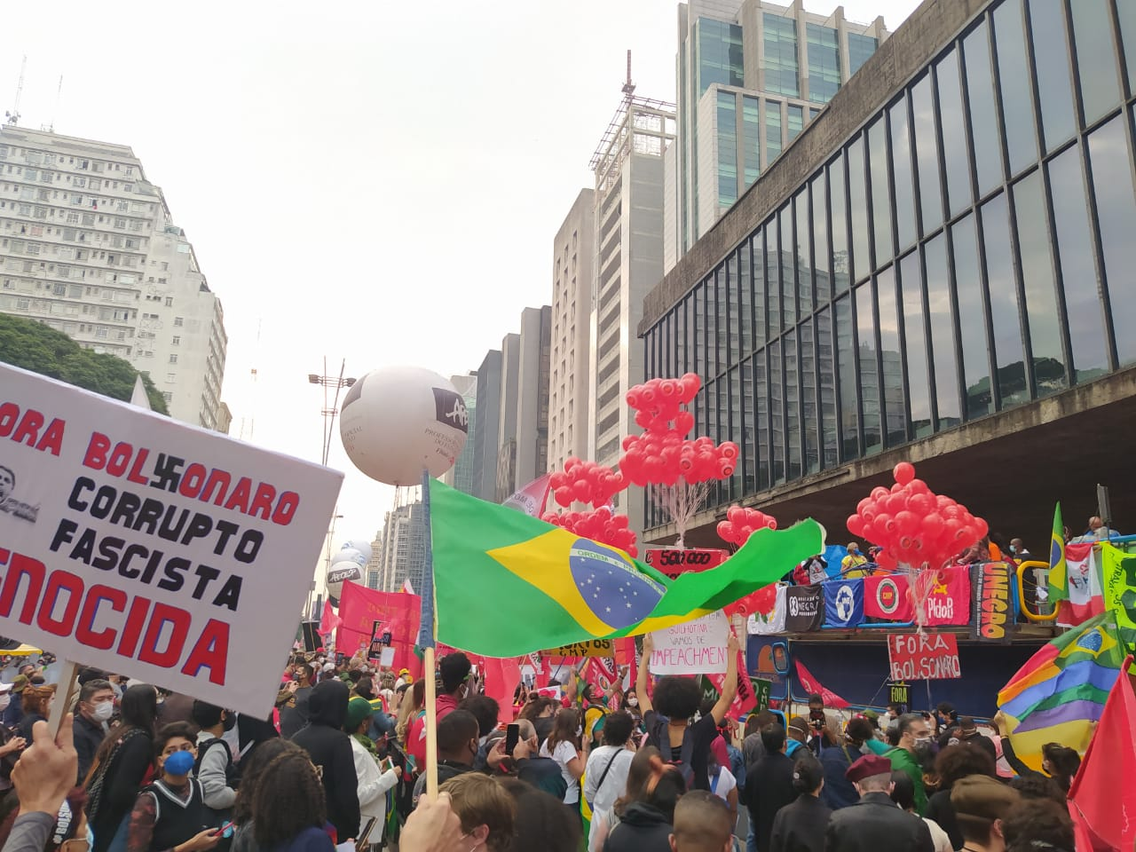 Imagem dos manifestantes na Avenida Paulista