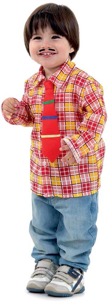 Bebê veste uma camisa xadrez vermelha, gravata vermelha, calça jeans, sapato e um bigode de adesivo