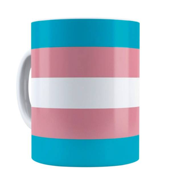 Caneca com estampa da bandeira transexual, azul rosa e branco