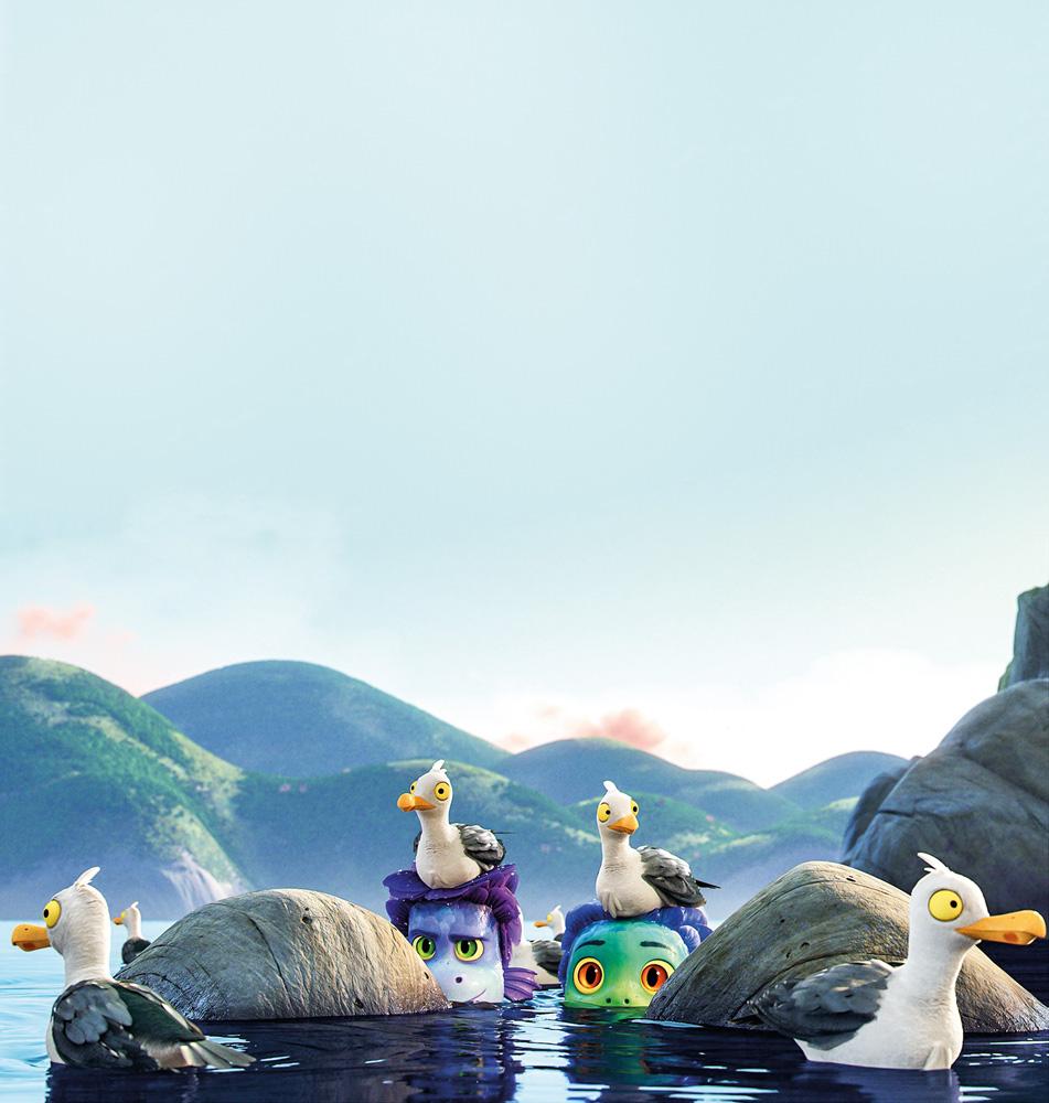 A imagem mostra uma cena da animação no mar, em que há dois monstrinhos com o corpo inteiro submerso a exceção dos olhos, e pássaros espalhados pelo ambientes, apoiados neles, em pedras e na água.