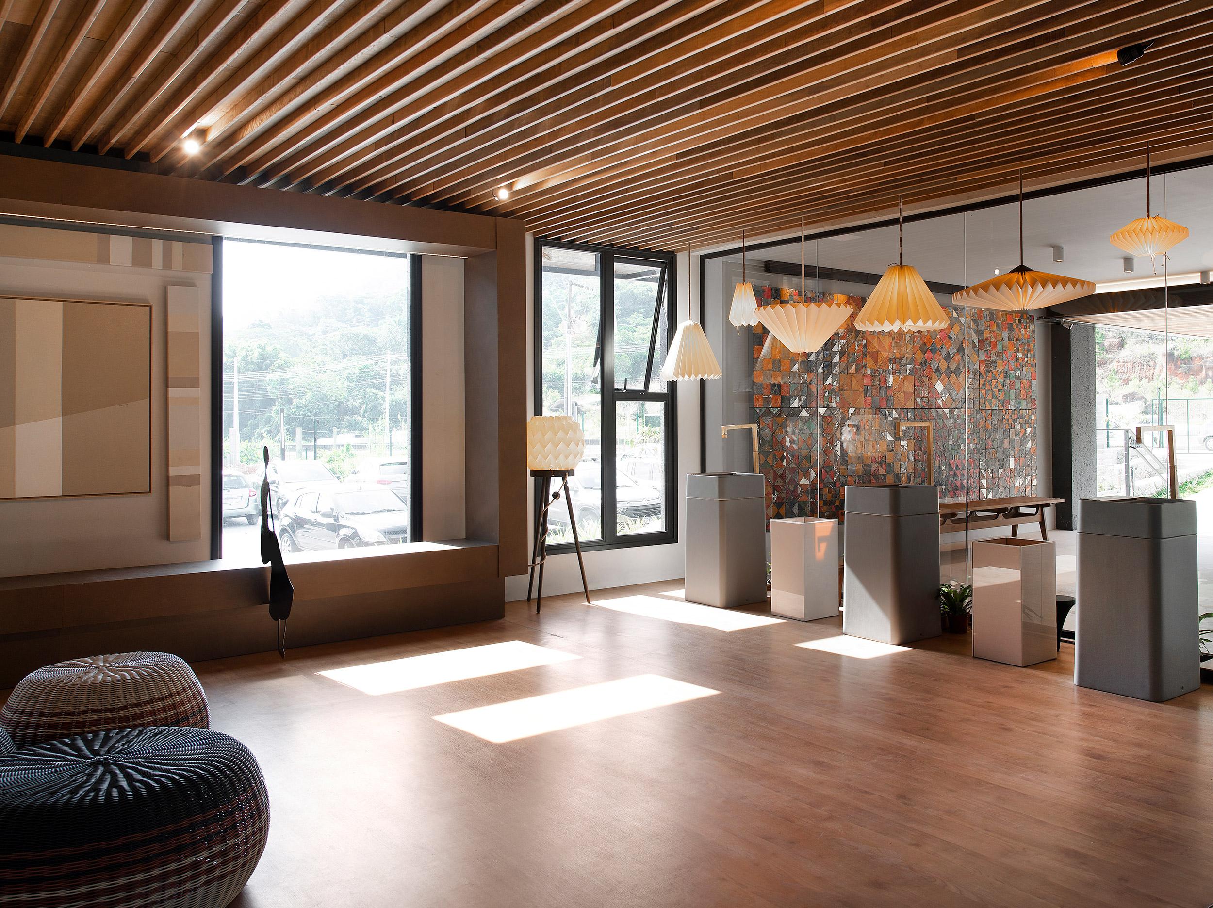 Lounge de Entrada e Bilheteria - Ana Lins e Iara Rosas.