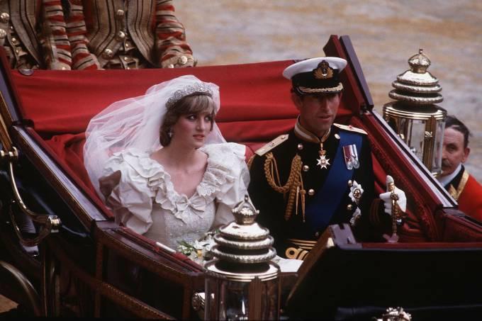 40-anos-casamento-principe-charles-princesa-diana-carro.jpg