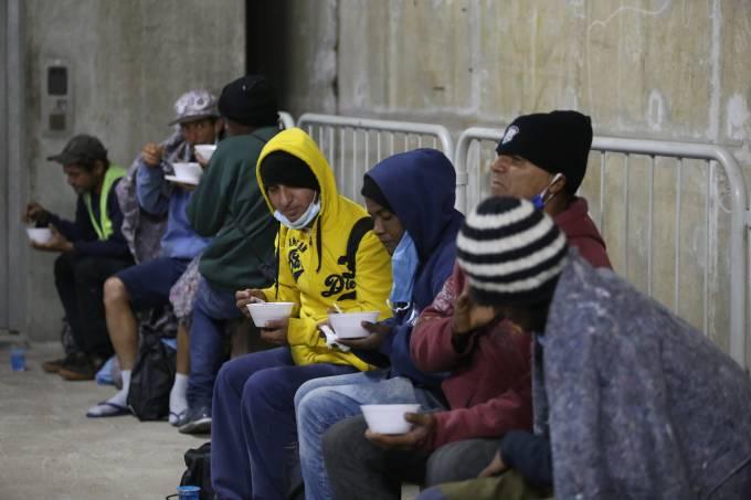 moradores de rua metrô pedro II frio