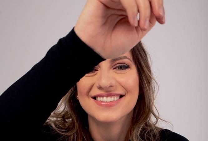 Danielle Di Donato, atriz (Júlia Von Zeidler)