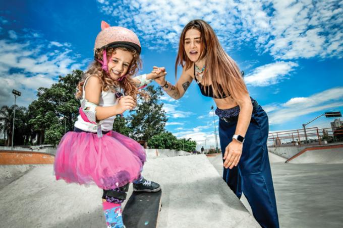 Karen Jonz com a filha, Sky