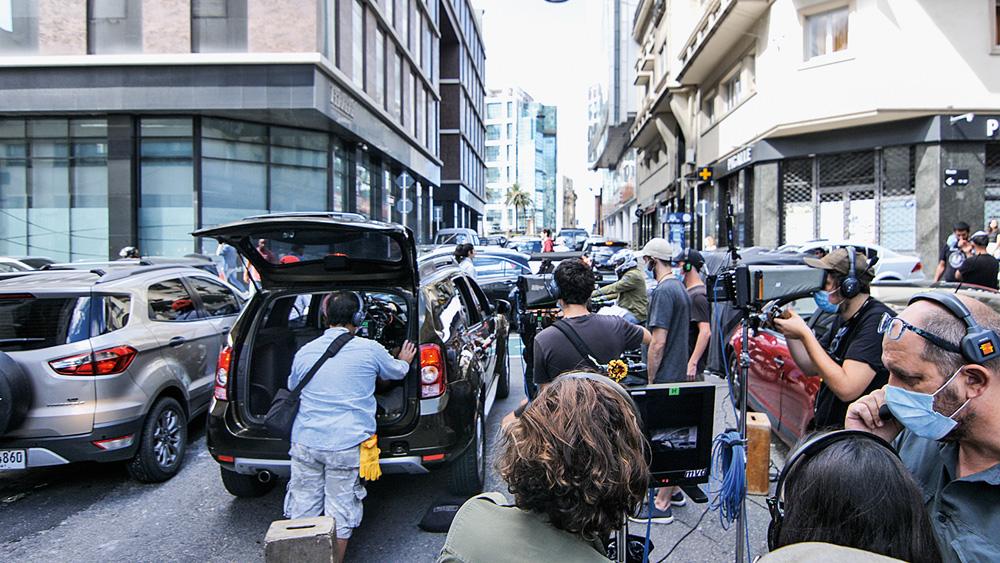 filmagem de diversos carros na rua para imitar engarrafamento