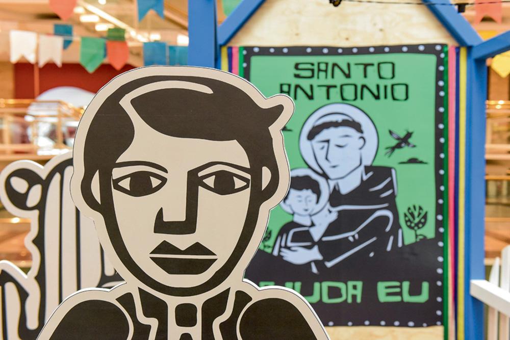 Foto de placa decorativa de festa junina de um homem
