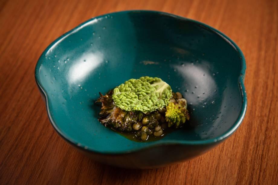 Refogado de feijão-manteiguinha com folhas verdes: parte do menu degustação