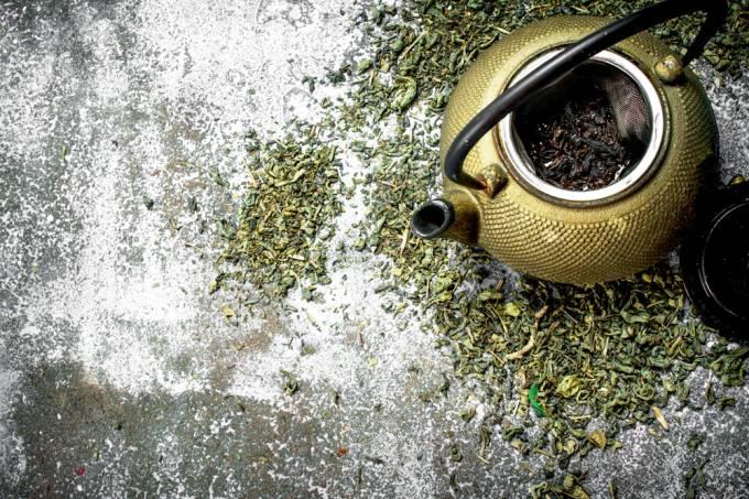 Conheça a origem do chá e como preparar cada tipo de folha