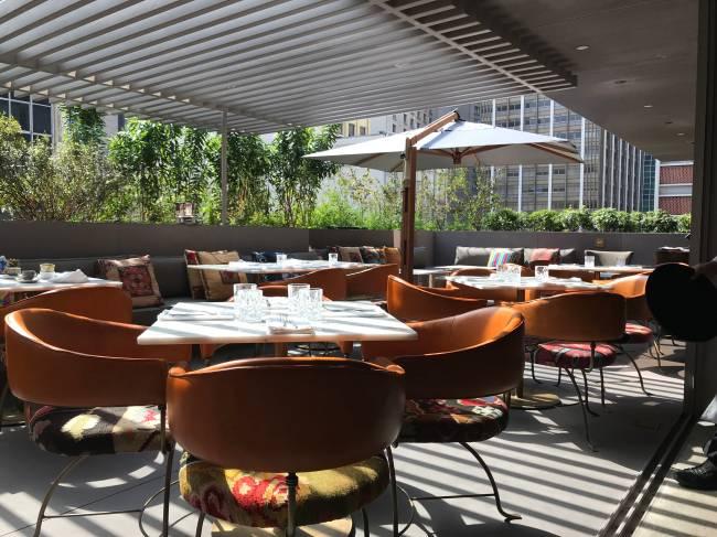 Ambiente com varanda do restaurante Casimiro.