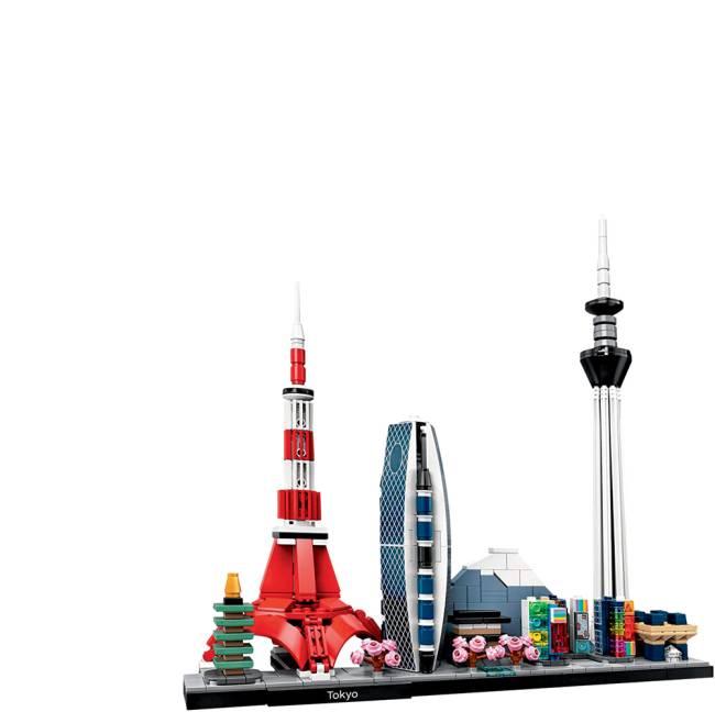 Uma maquete em Lego de Tóquio. Há prédios, uma torre, árvores com folhas rosas e casinhas