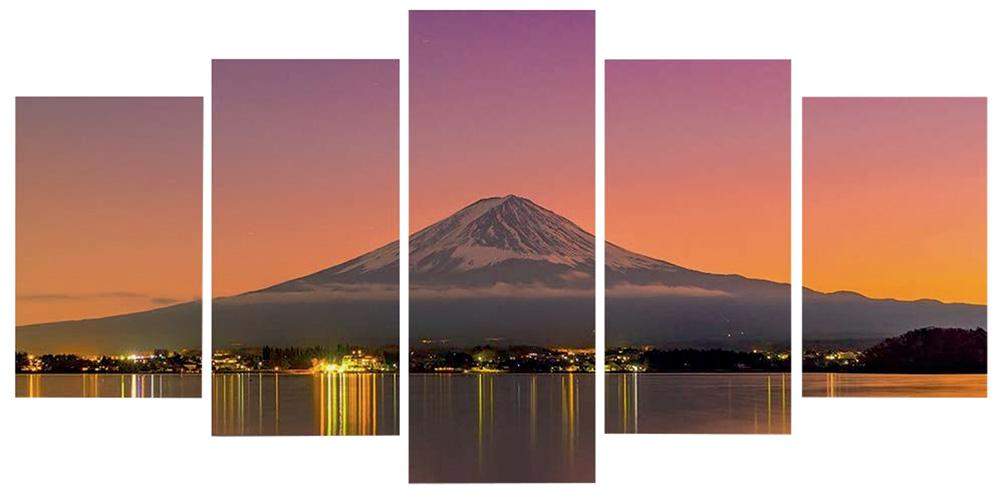 Quadro dividido em cinco partes retratam o Monte Fuji, no Japão, no por do sol