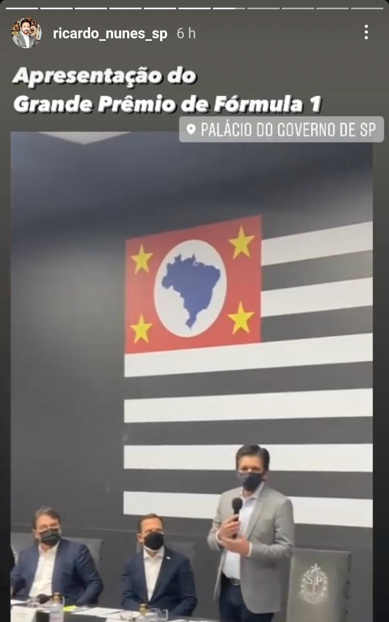 Imagem mostra print dos stories do Instagram de Ricardo Nunes: frame de vídeo mostra Nunes e Doria, em mesa, lado a lado, com bandeira do estado de São Paulo ao fundo. Ricardo Nunes escreveu nos stories: apresentação do Grande Prêmio de Fórmula 1. Palácio do Governo de SP