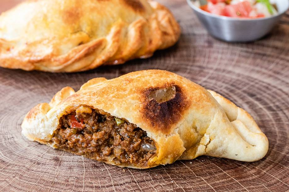 Empanada: recheada com carne moída temperada com cominho