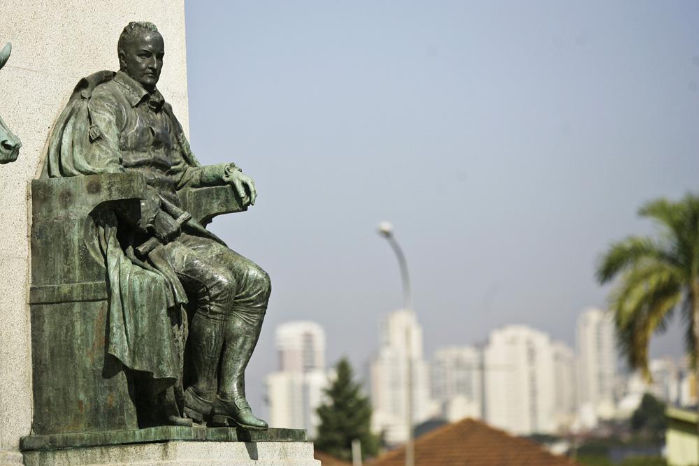 Estátua de Diogo Antônio Feijó, em frente ao Museu do Ipiranga