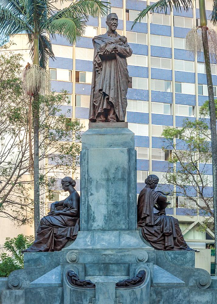 Estatua em homenagem ao Dr. Luís Pereira Barreto, na praça marechal deodoro