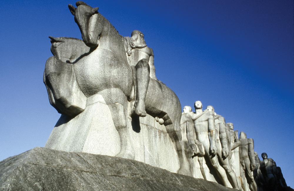 Monumento às Bandeiras, representando os bandeirantes, de Victor Brecheret.