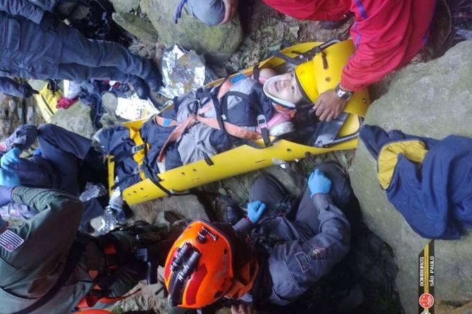 mulher-sofre-queda-20-metros-resgatada-por-bombeiros-vale-da-morte-paranapiacaba