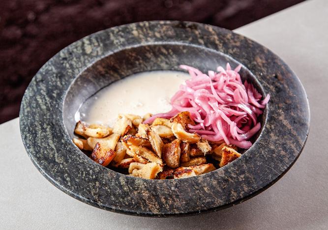 Dobradinha ao molho de ostras: servida com picles de cebola