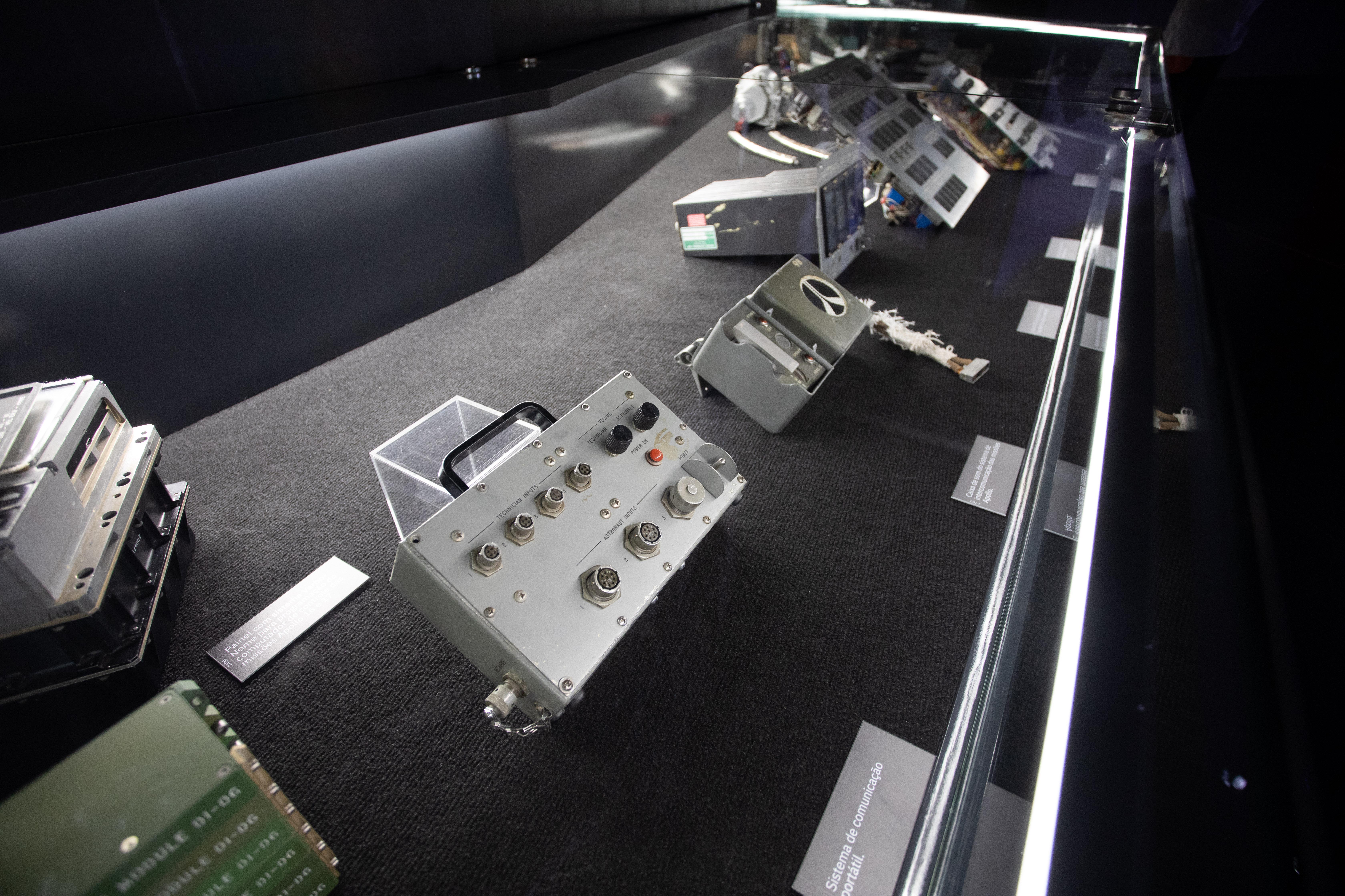 Detalhes da aparelhagem espacial são exibidos no Space Adventure, atração da Nasa em São Paulo.