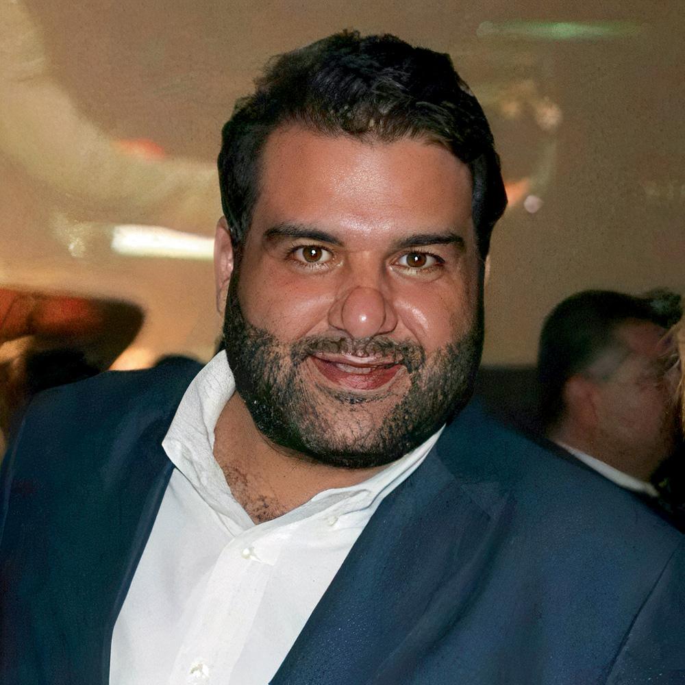 O empresário Issam Sidom de camisa social e terno