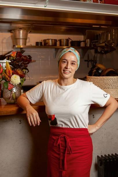 A chef: criadora do cardápio brasileiro contemporâneo