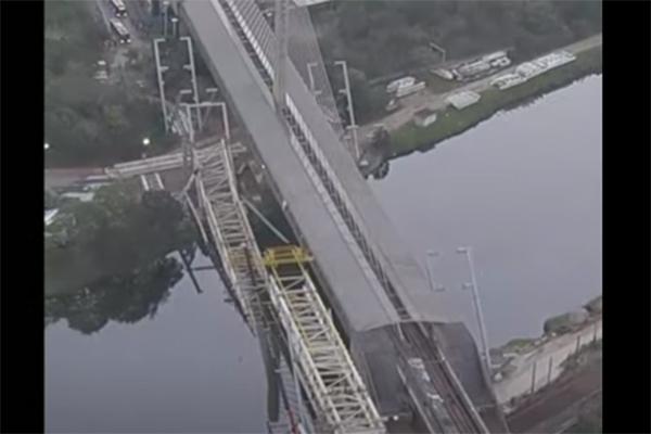 ponte desaba rio pinheiros