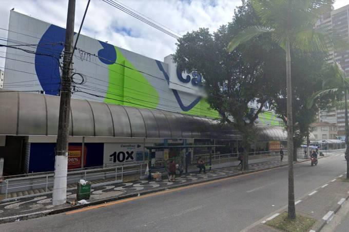 O supermercado onde um rapaz ficou preso por 36 horas no elevador