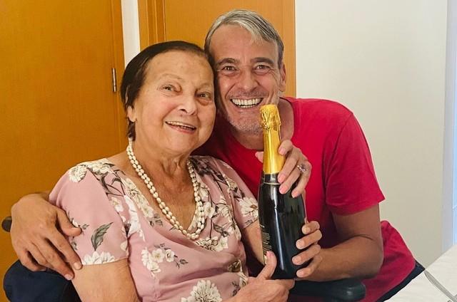 Alexandre Borges com a mãe, Rosa Linda