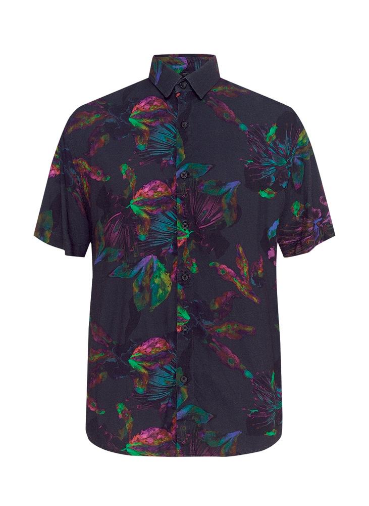 Uma camisa preta. Há, estampados, flores em neon bem de leve