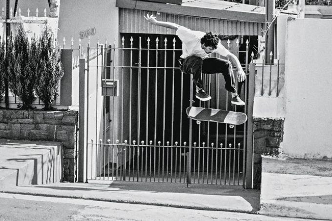 manobra-skate-destaque-livro-fotográfico-bairros-periféricos-skatistas-manobras