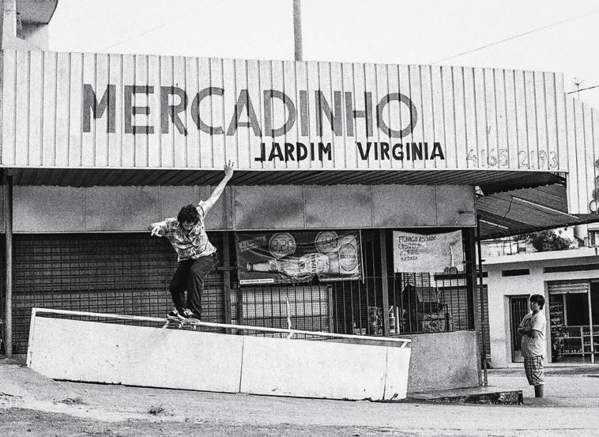 Felipe Oliveira desliza em obstáculo no Jardim Virgínia, Itapecerica da Serra