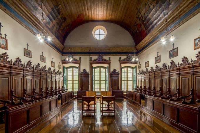 Mosteiro-da-Luz-Cadeiral-do-coro-das-religiosas-livro-história-mosteiro-museu-da-arte-sacra-fotos-inéditas-ordem-de-freiras-reclusas