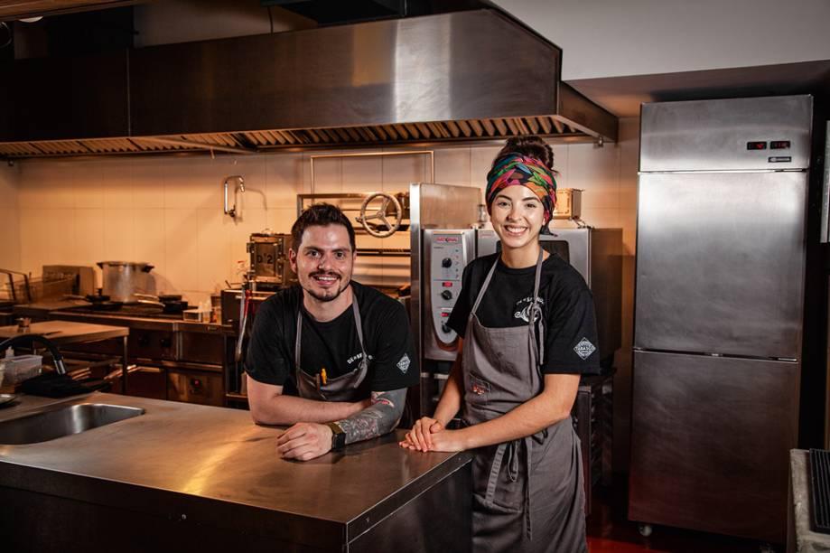 Casal de chefs: ambos brilharam em realities culinários na TV antes de abrirem seu próprio restaurante