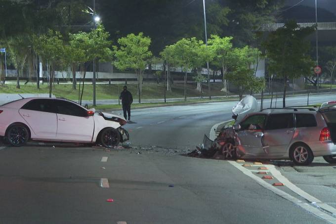 Policial militar morreu após acidente na Avenida Vicente Rao, na Zona Sul de São Paulo. Ele dirigia carro branco. (Reprodução)