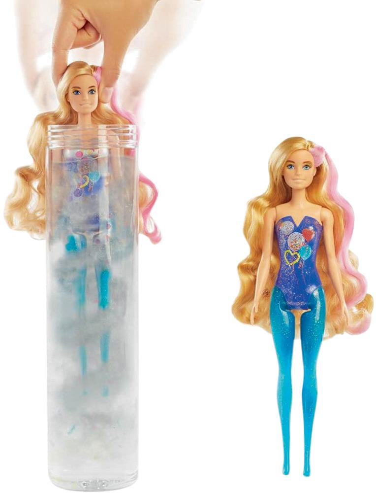 Uma Barbie com o corpo colorido em azul. Há outra Barbie dentro de um tipo de pote com líquido