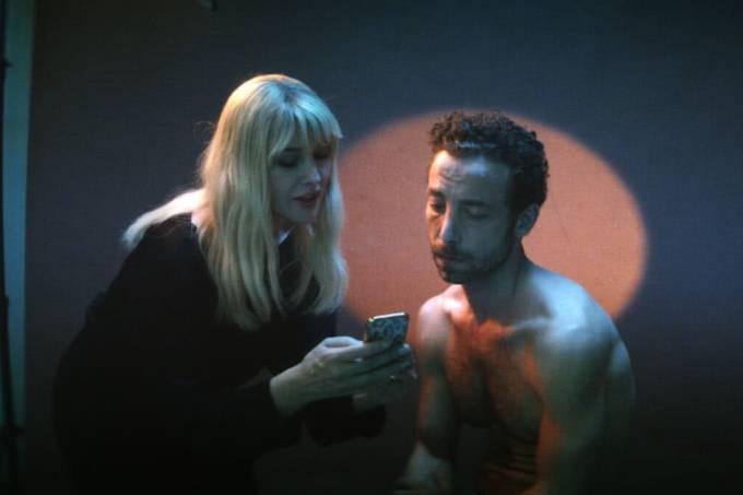 homem-vendeu-pele-critica