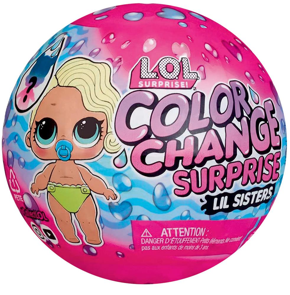 Uma embalagem com formato redondo com o escrito LOL Surprise e a ilustração de uma boneca bebê. Toda rosa