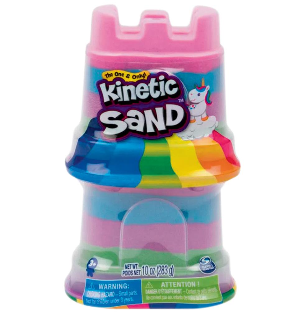 Uma embalagem rosa em formato de castelo de areia com uma massinha colorida dentro